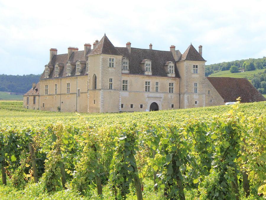 Фотография аббатства Сито в Бургундии Франция