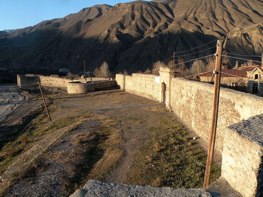Фотография Ахтынской крепости в Дагестане