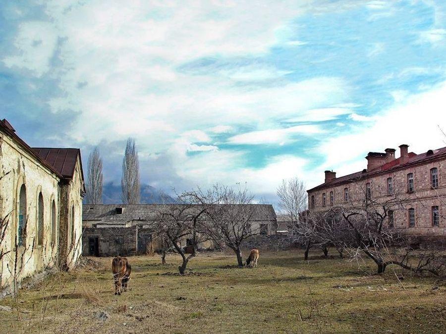 Фотография территории Ахтынской крепости