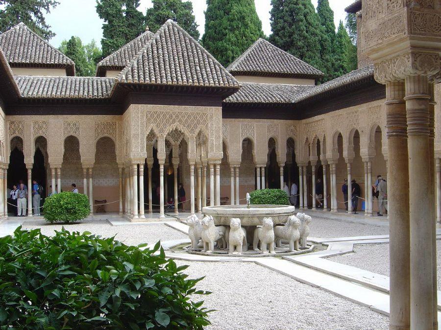 Львиный дворик в Альгамбре фото