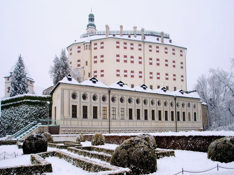 Замок Амбрас в Инсбруке, фото Австрии