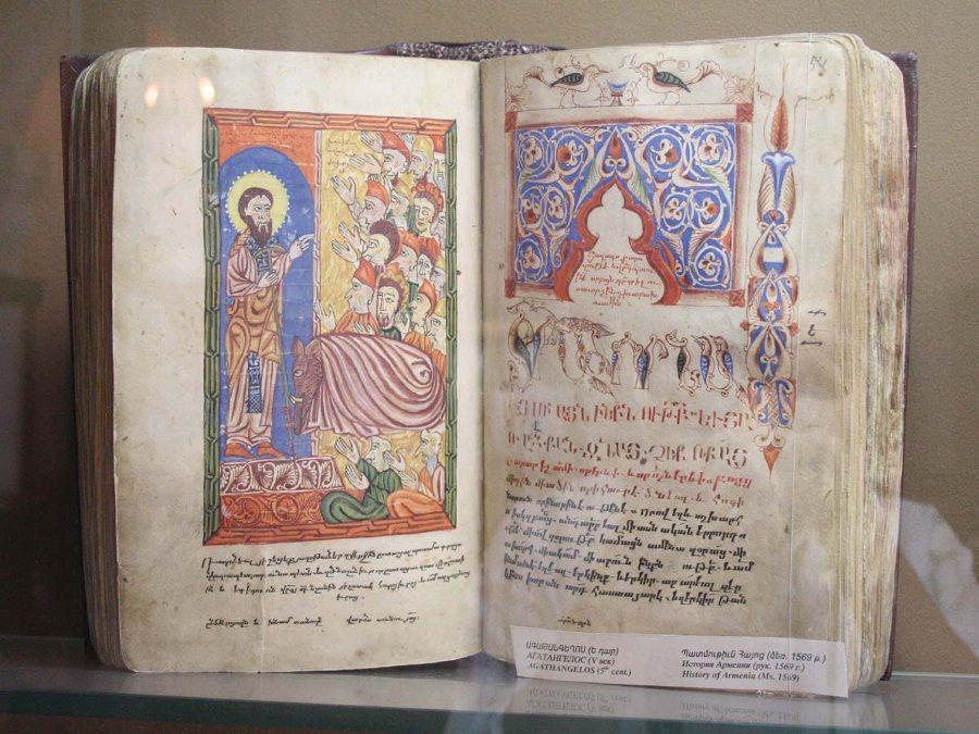 Фото древних рукописей Матенадарана
