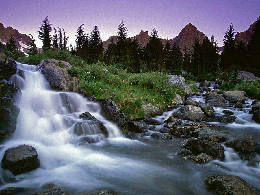 Фотография водопада в заповеднике Ансель Адамс в Калифорнии