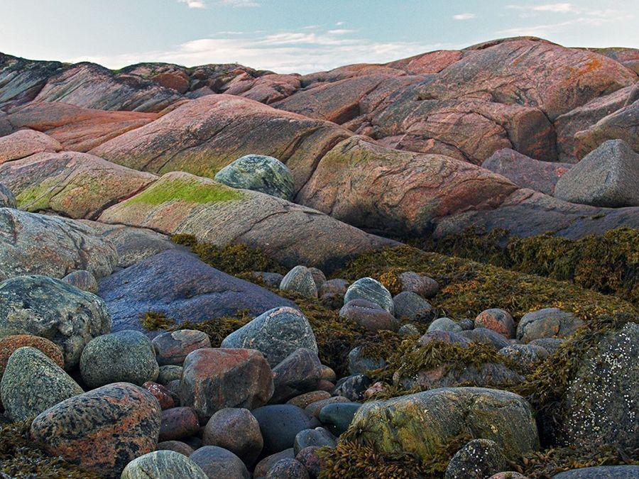 Фотография берега острова Тронный в архипелаге Кузова