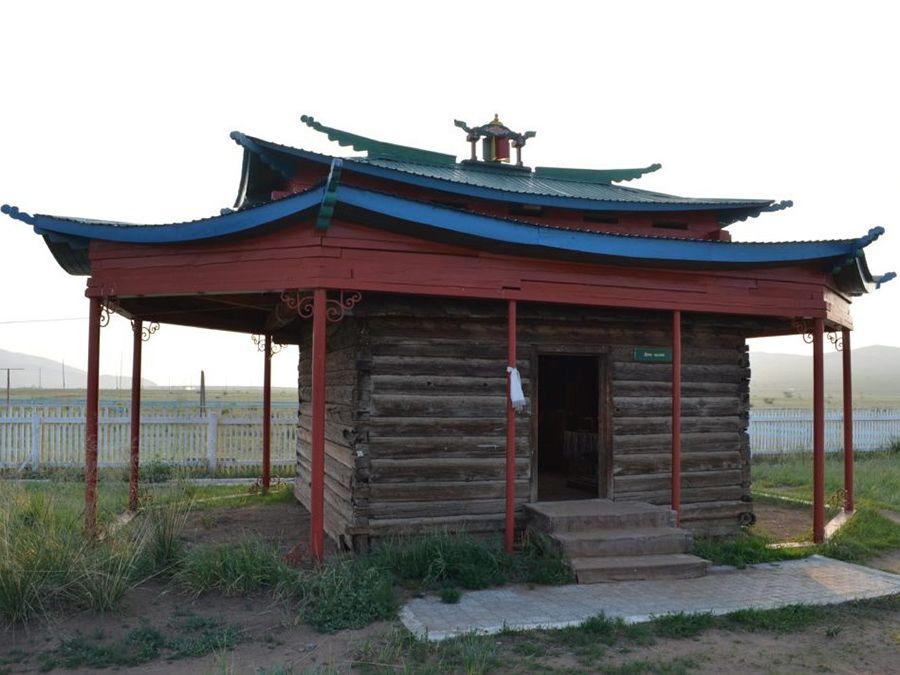 Фотография летнего домика ламы Итигэлова на Аршане Улзыта