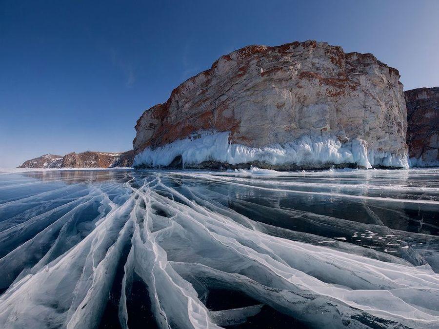 Фотография озера Байкал зимой