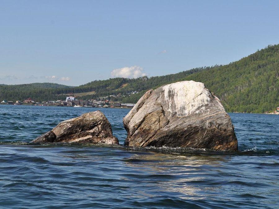 Фотография Шаман-камня на озере Байкал