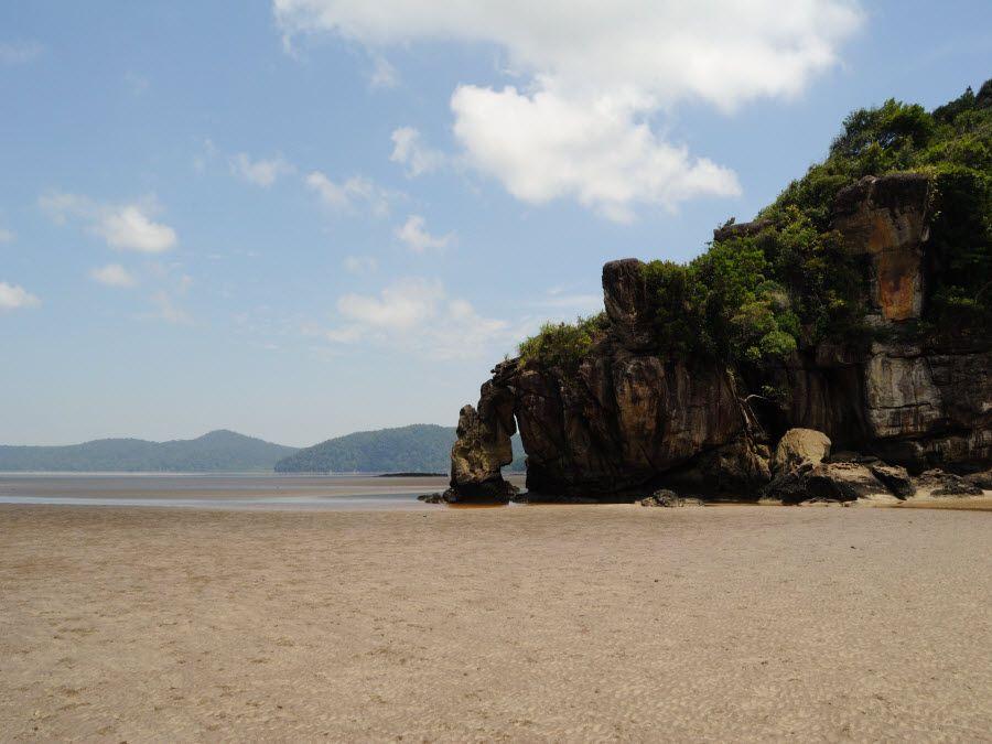 Фото красивого пляжа в парке Бако