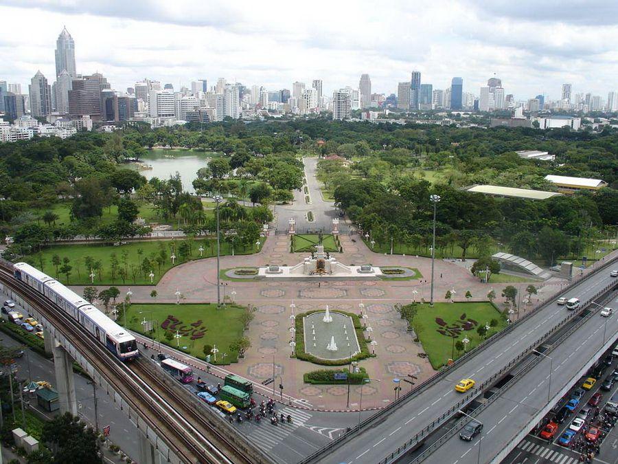 Красивый парк в центре Бангкока фото Таиланда