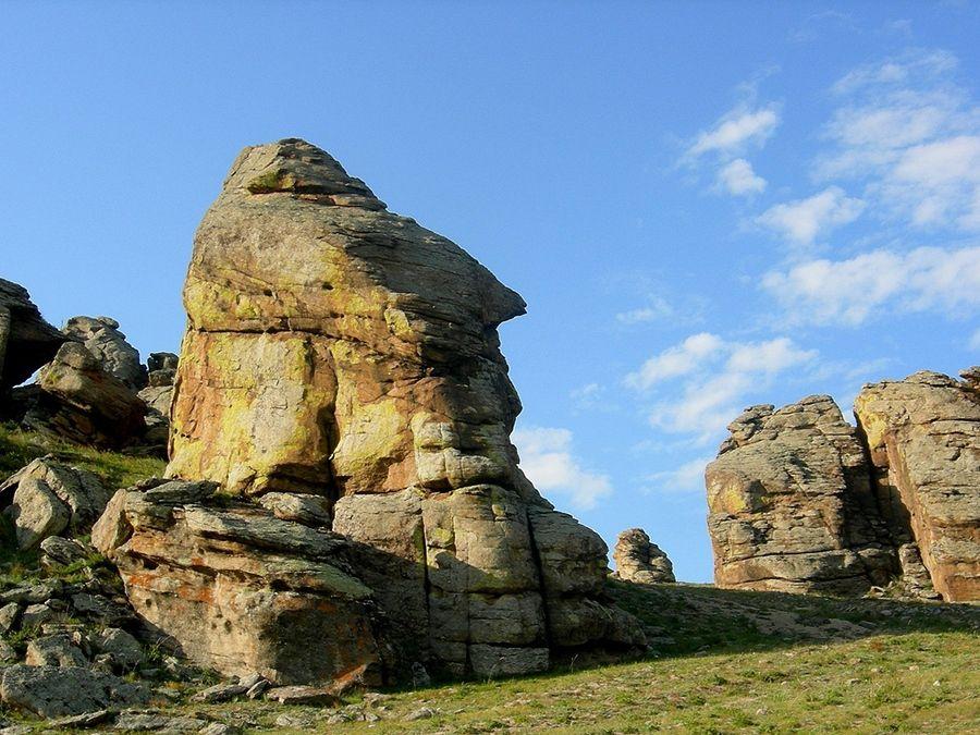Фотография Сувинского саксонского замка в Баргузинской долине