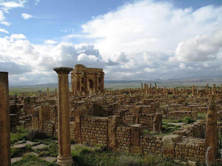 Фото руин старинного города Батна в Алжире