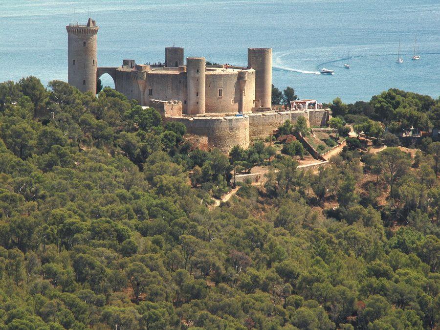 Фотография замка Бельвер в Пальма-де-Майорка, Испания