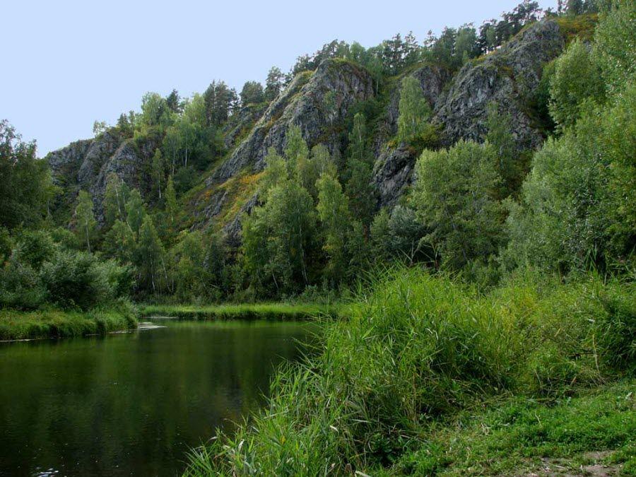Красивые скалы на реке Бердь фото