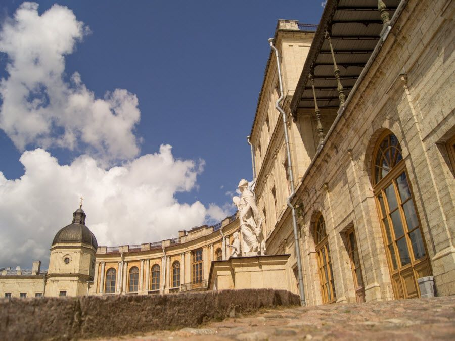 Большой Гатчинский дворец вид со входа фото