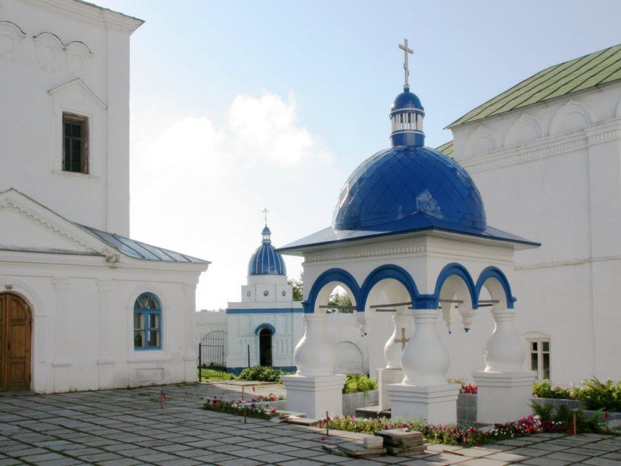 Боголюбский монастырь вид изнутри фото