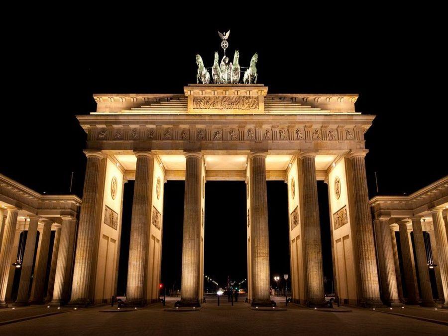 Фото ночной панорамы Бранденбургских ворот в Берлине