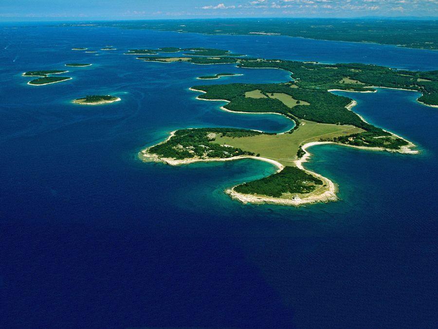 Фотография островов Бриуны вид с высоты