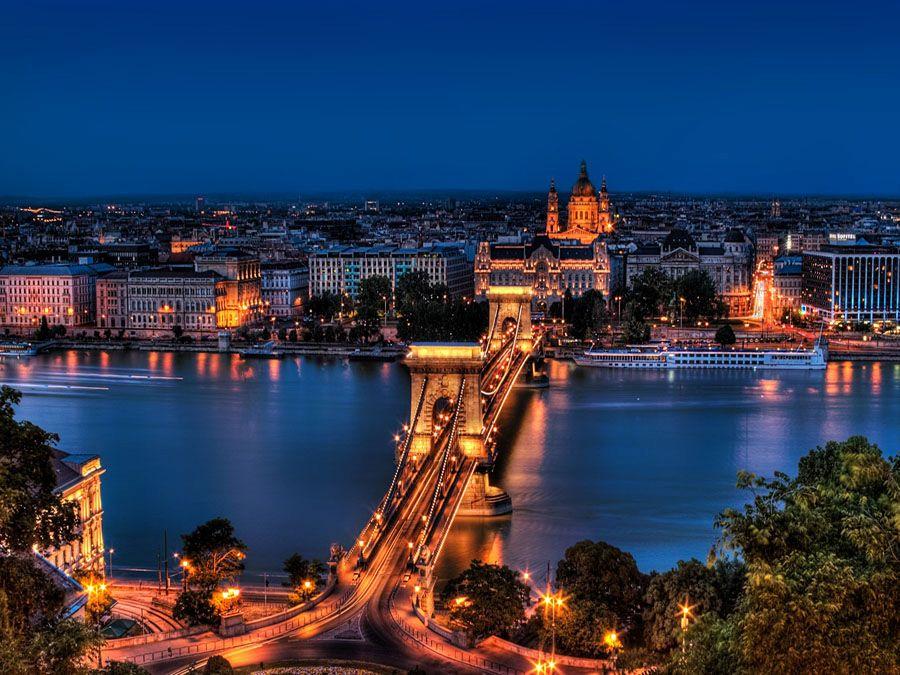 Венгрия – Ночной Будапешт Фото