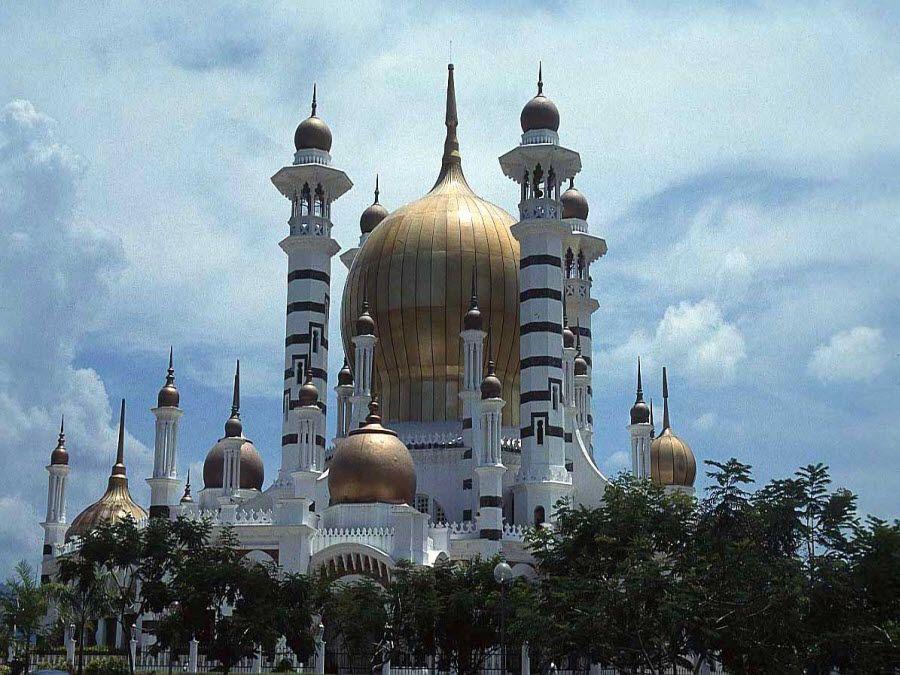 Старинный буддийский храм в Малайзии фото
