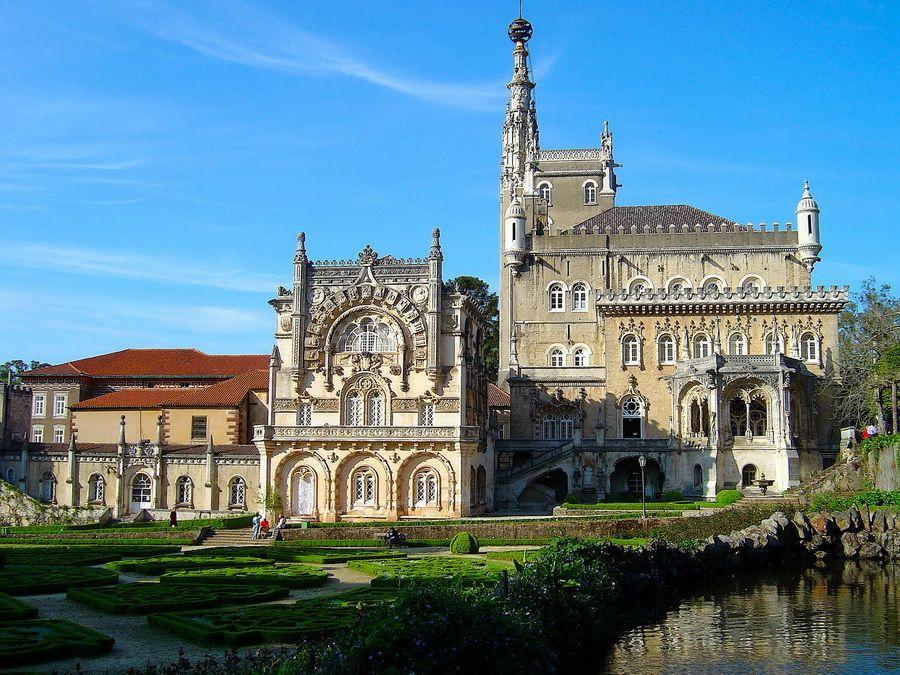 Дворец Буссако – фото королевского охотничьего домика в округе Коимбра Португалия