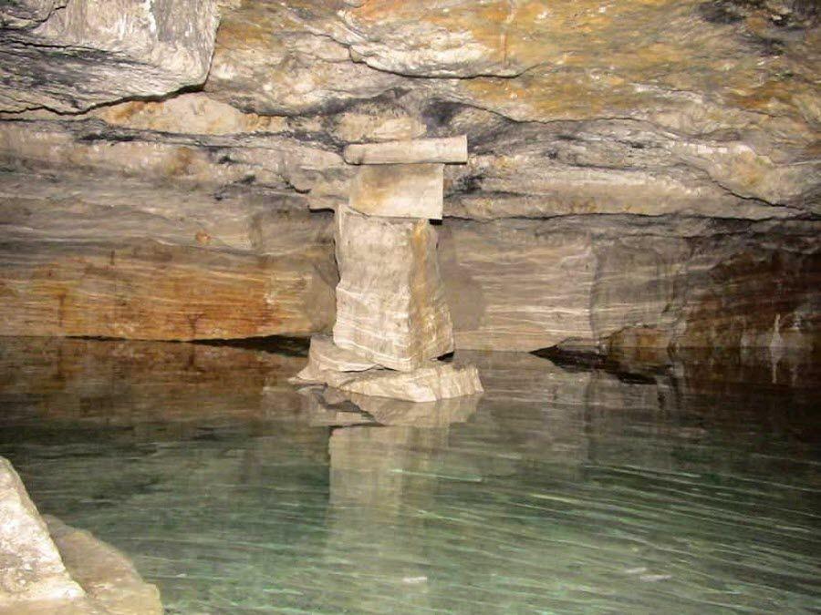 Фото подземного озера Бяковских каменоломен