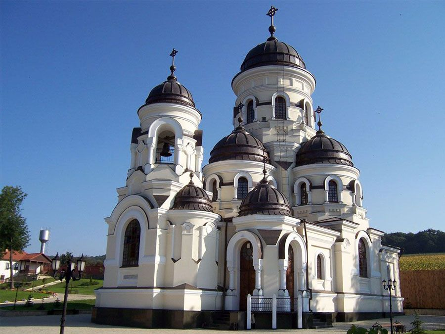 Церковь в деревне Каприана фото