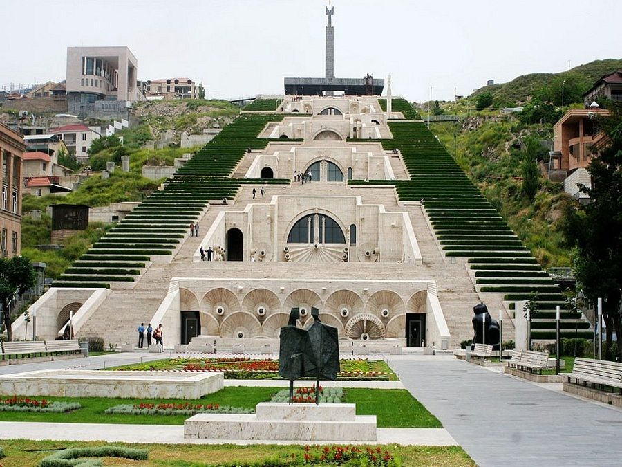 Каскад в Ереване фото