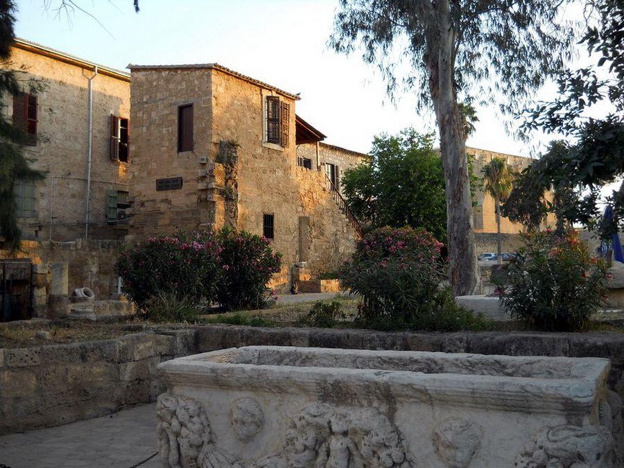Замок Отелло в Фамагусте фотография