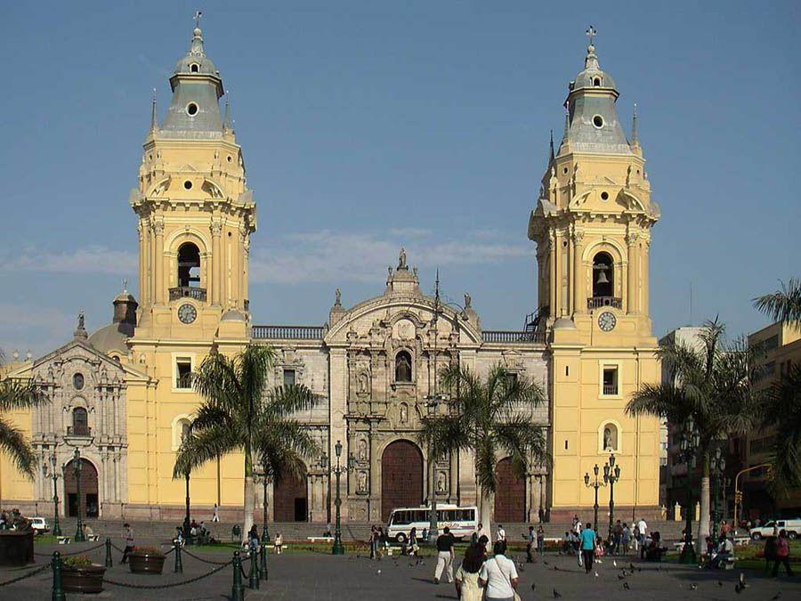 Кафедральный собор в городе Лима фото