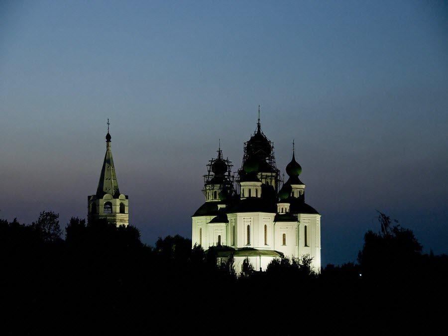 Вид ночью на Войсковой Воскресенский собор фото