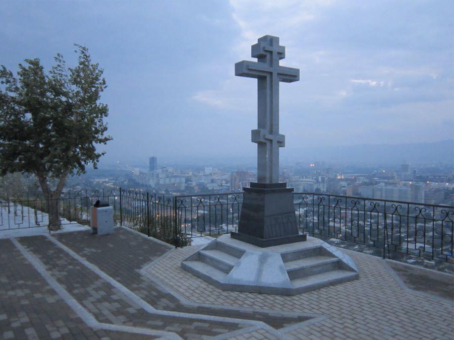Фото смотровой площадки у часовни с видом на город