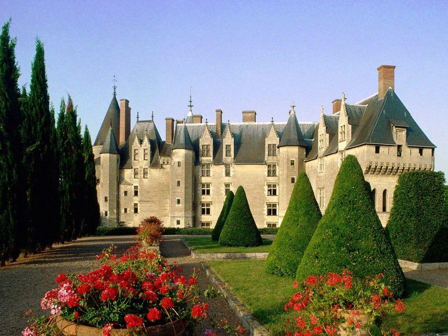 Замок Амбуаз фото в долине Луары во Франции