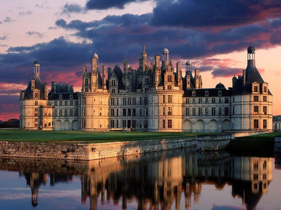 Замок Шамбор на закате фото