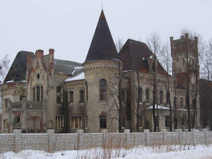 Замок усадьбы Красный Профинтерн фото