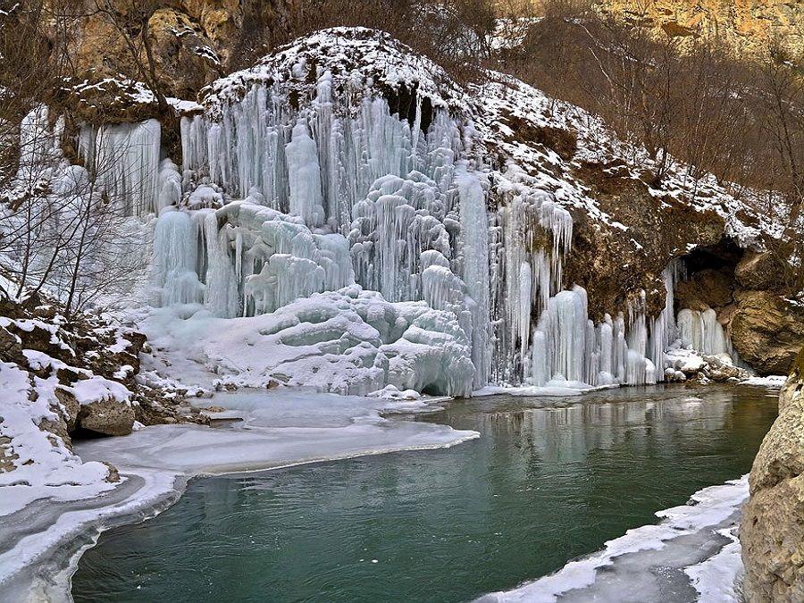 Фотография Чегемских водопадов зимой