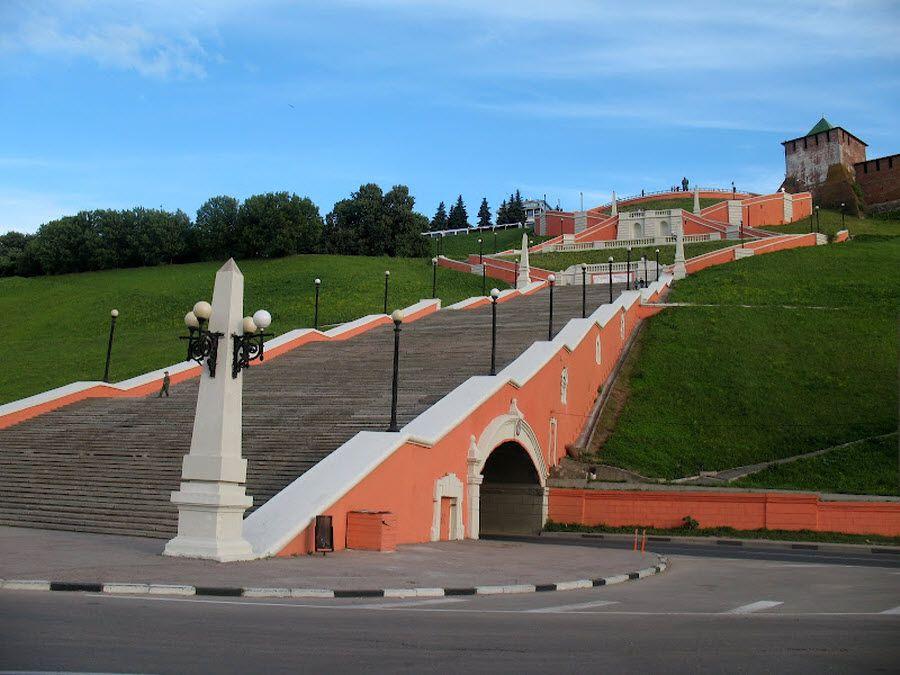 Чкаловская лестница на берегу Волги в Нижнем Новгороде фото