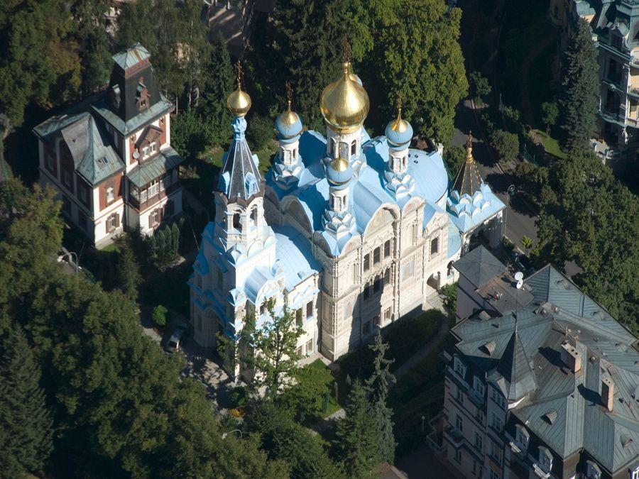Фото вида с высоты Церкви святых Петра и Павла в Карловых Варах