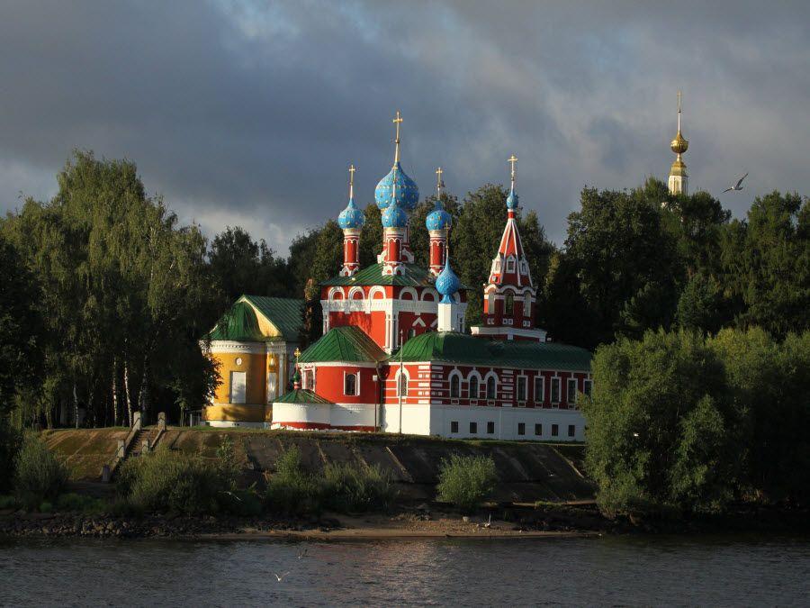 Панорама церкви Царевича Дмитрия на крови фото