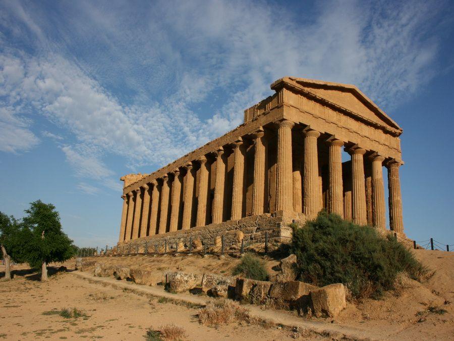 Фотография древнегреческого храма Конкордия в Агридженто Сицилия