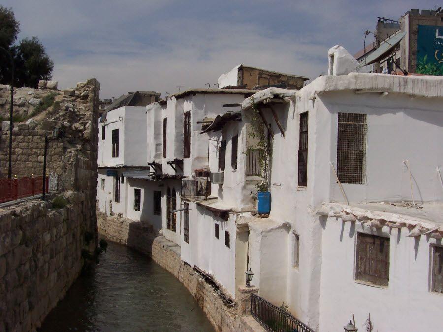 Фото река Барада в Дамаске. Сирия
