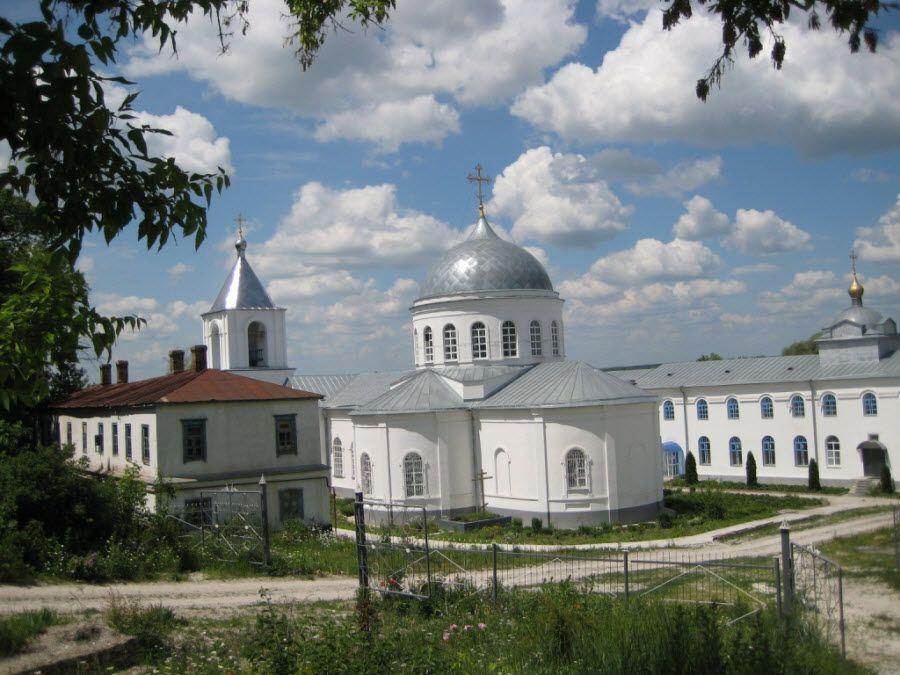 Фото Дивногорского монастыря вблизи