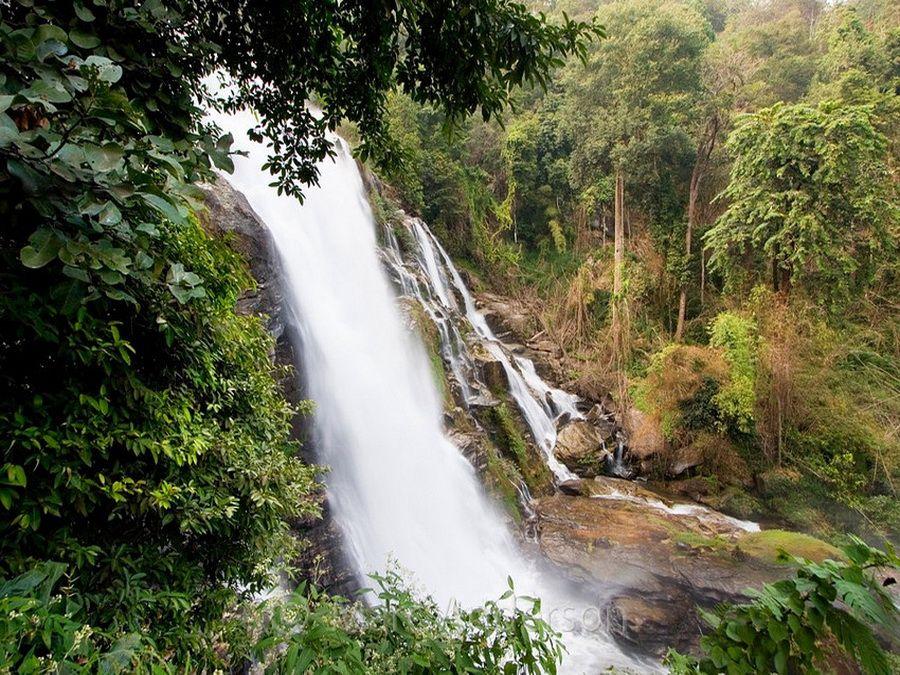 Фотография водопада в Национальном парке Дои Интанон в Таиланде