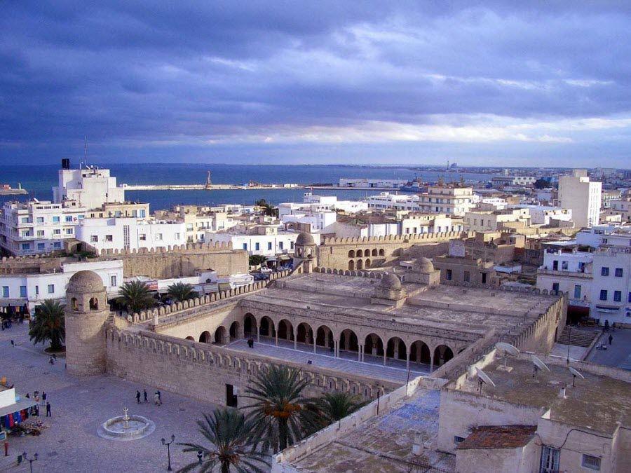 Фото панорама древне-римского города Дугга в Тунисе