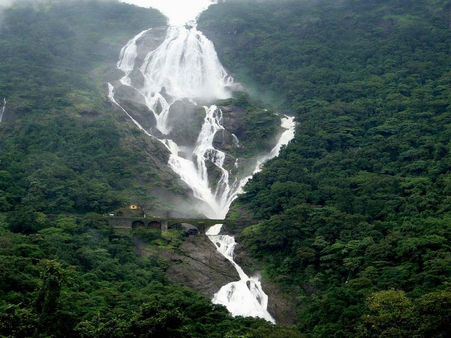 Фото индийского водопада Дудхасагара