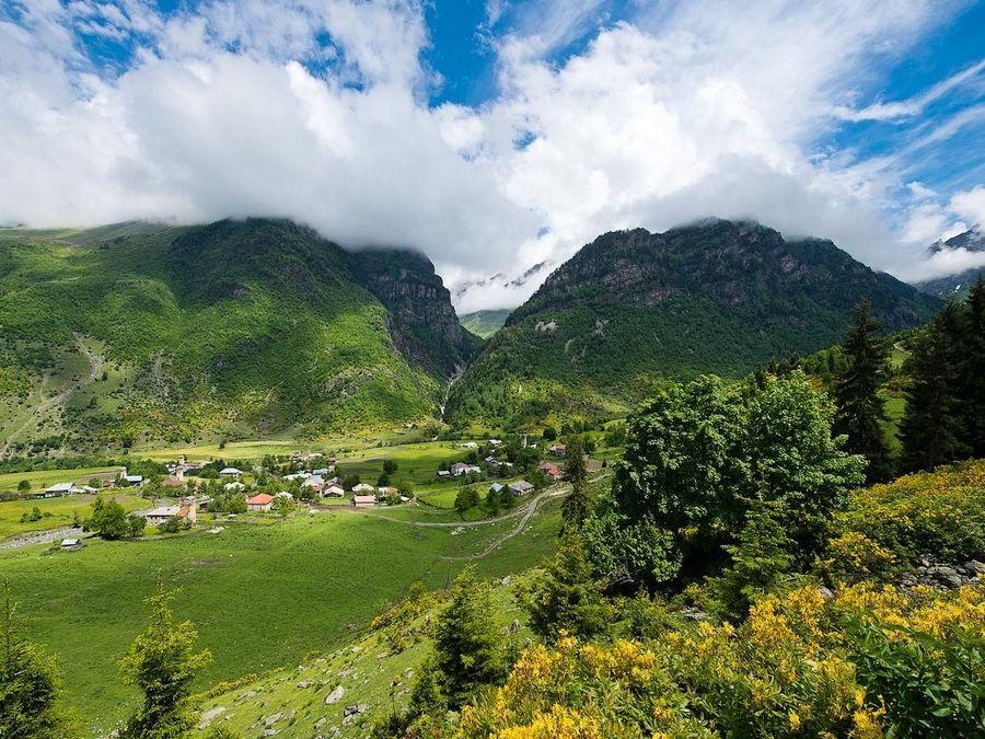 Панорама одной из долин Норвегии фото