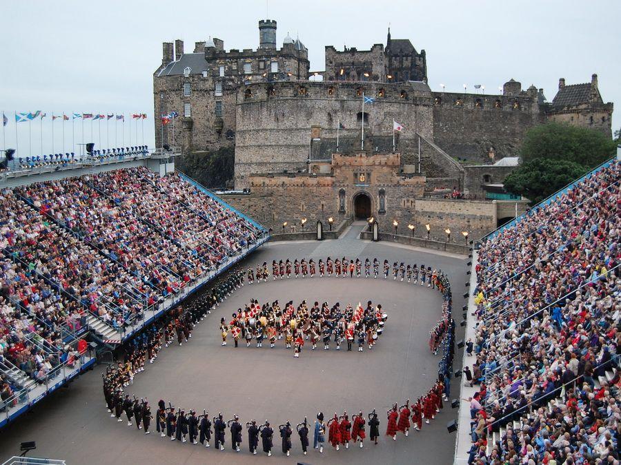 Парад военных оркестров в Эдинбурге фото Шотландии