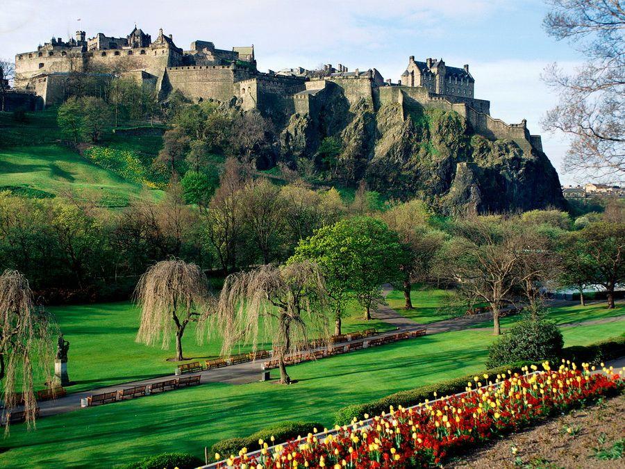 Фотография панорамы Эдинбургского замка на Замковой скале в Шотландии