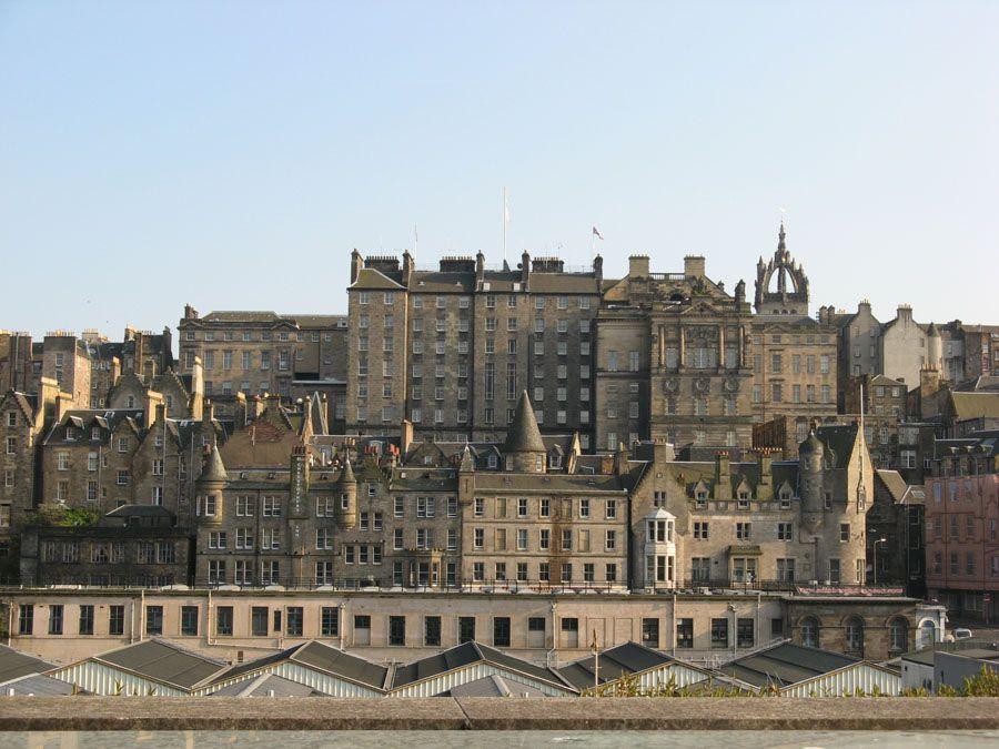 Фотография старого города в Эдинбурге