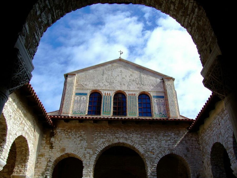 Фото церкви Ефразиан в Порече Хорватия