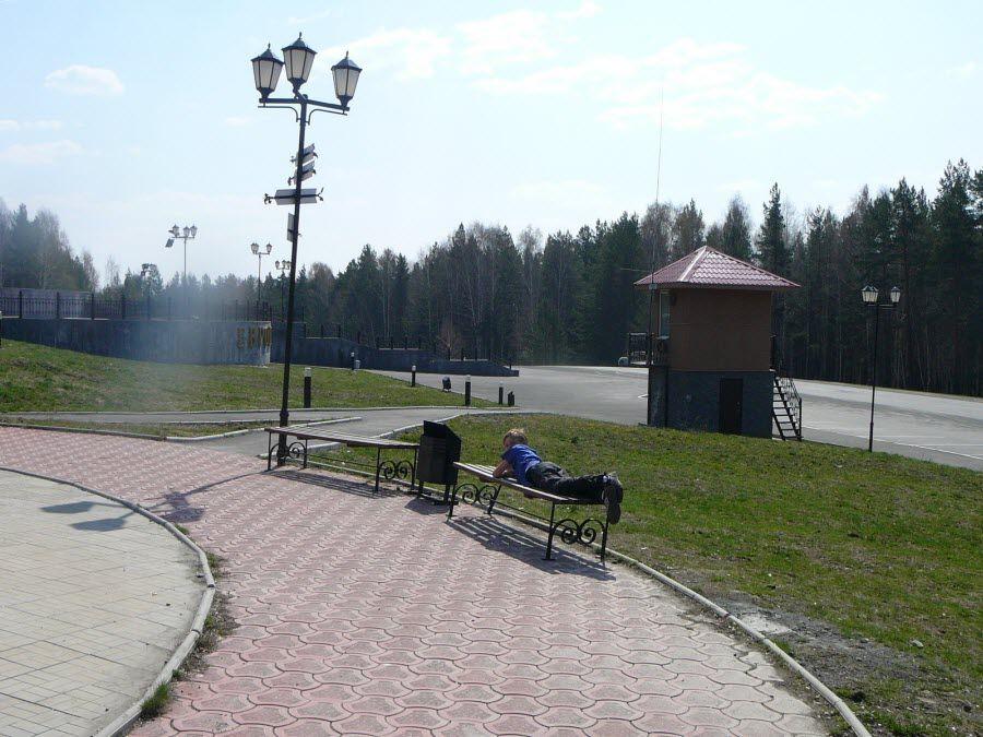 Парк в котором расположен обелиск «Европа-Азия» фото